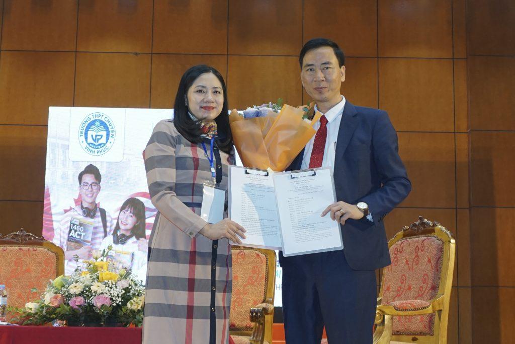 Lễ ký kết biên bản hợp tác bảo trợ chuyên môn du học từ ISTAR với CLB du học trường THPT Chuyên Vĩnh Phúc